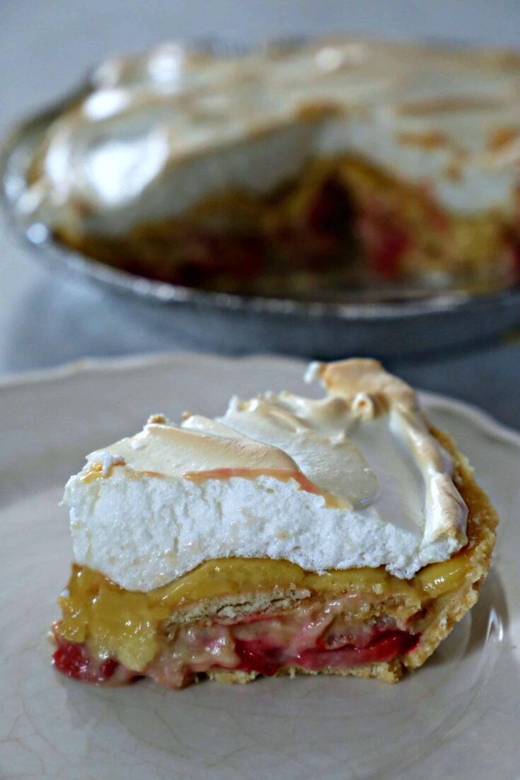 Wow your family and friends with this Strawberry Pudding Pie which combines the creamy goodness of pudding, luscious strawberries, and a sweet meringue topping.