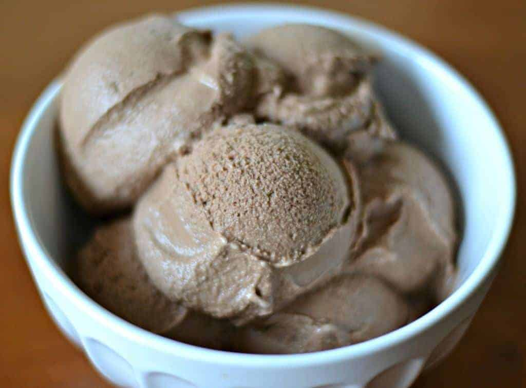Paleo chocolate ice cream would you believe that you can enjoy creamy chocolaty ice cream while following a paleo ccuart Choice Image