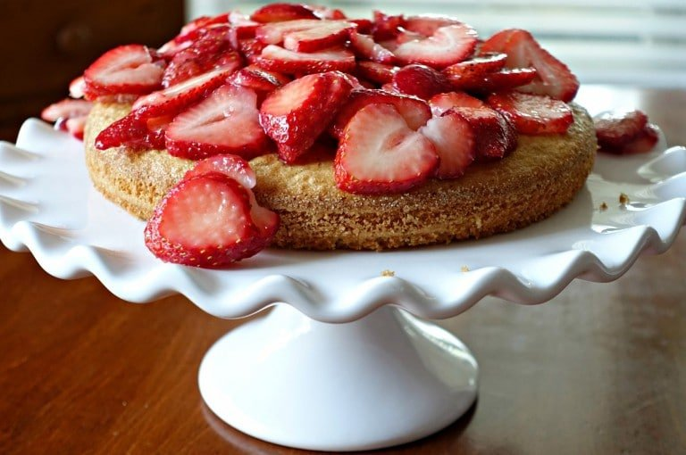 Strawberry Almond Flour Cake - recipe for a delicious cake that is made with almond flour - it's so good you won't notice that it is gluten-free.