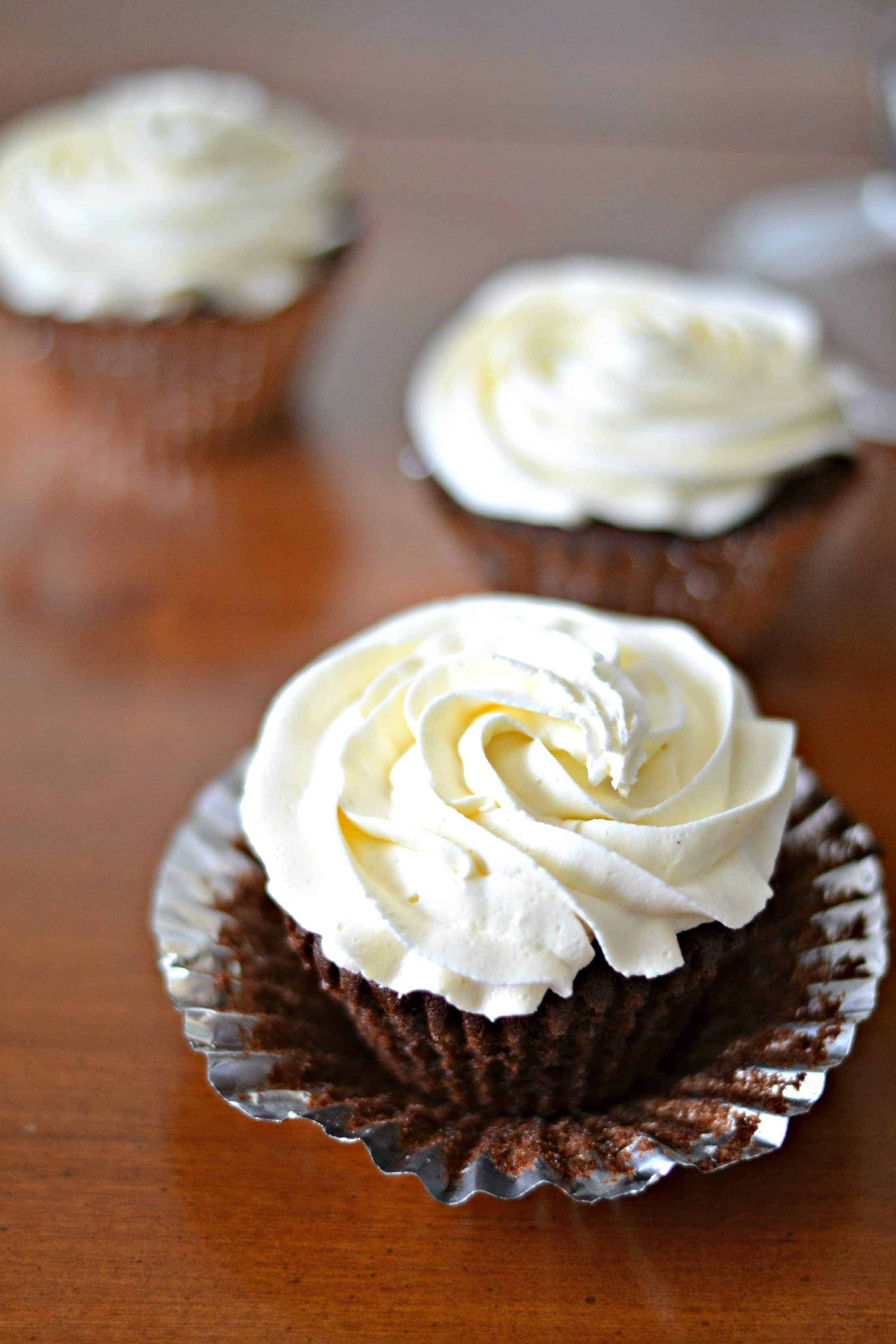 vanilla icing on top of chocolate cupcakes