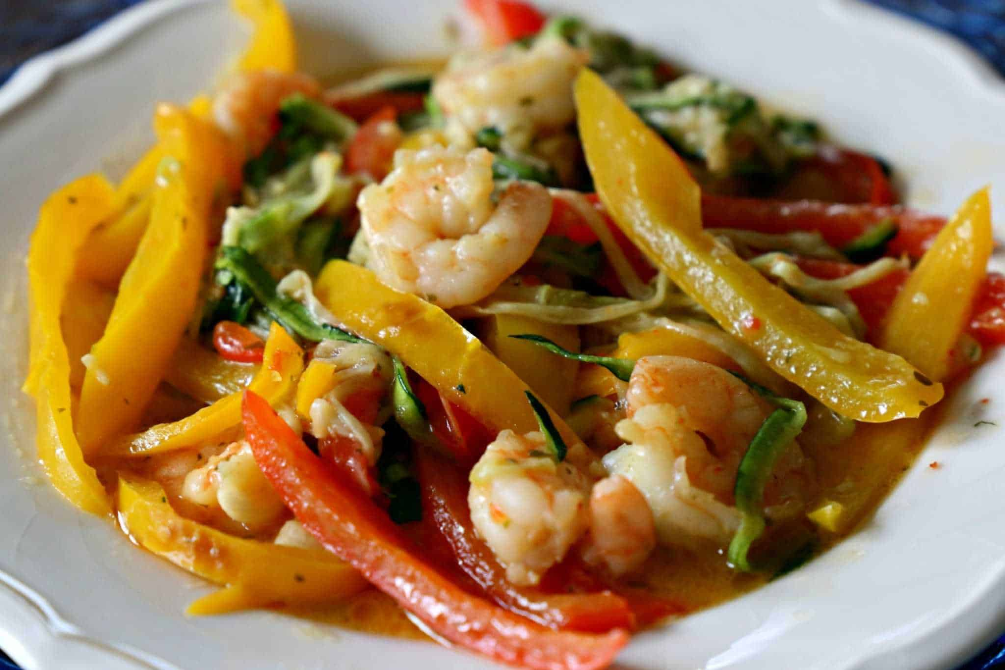 Low carb shrimp scampi with zucchini and peppers