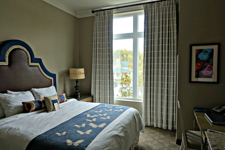 Dollywood's DreamMore Resort - King Room with Bunk