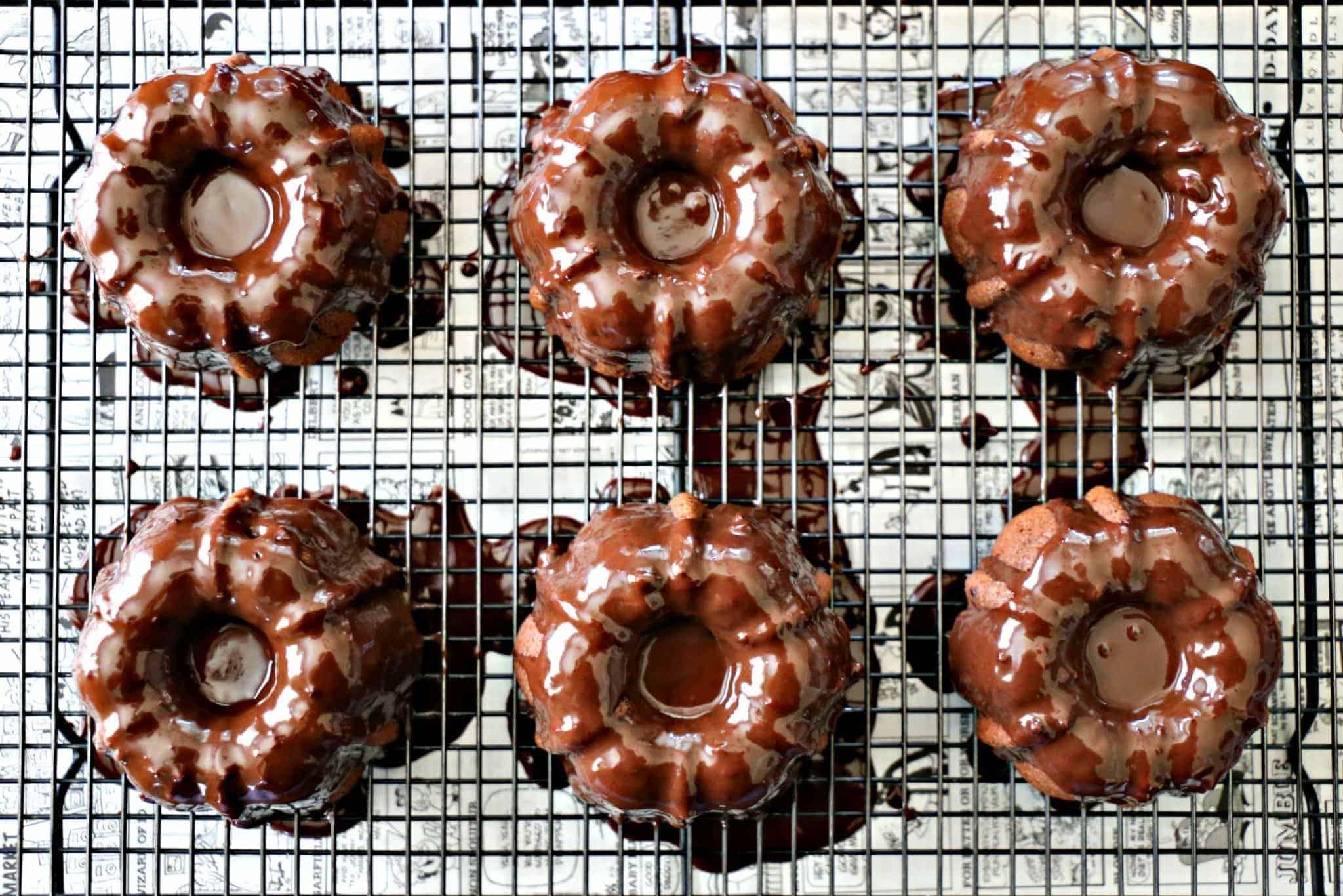 Glazed chocolate cakes