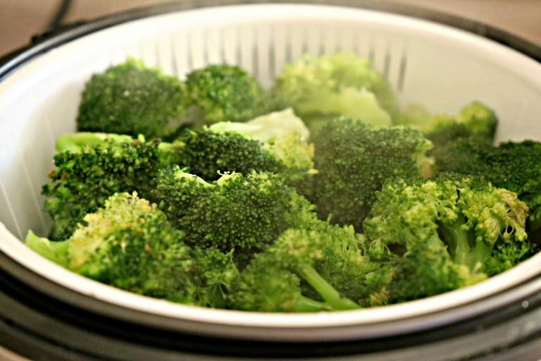 Broccoli steamed in a rice cooker