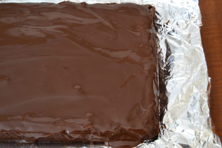 Brownie Sheet Cake - this dessert recipe is so good. It's a mix between a brownie and chocolate sheet cake. Yum!