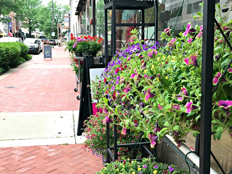 Paducah is such a fun, charming little city that can easily be explored in a couple of days. You should visit and see why it was named the World's 7th City of Crafts and Folk Art by UNESCO in 2013. Below is a list of nine things you can and should do in Paducah.