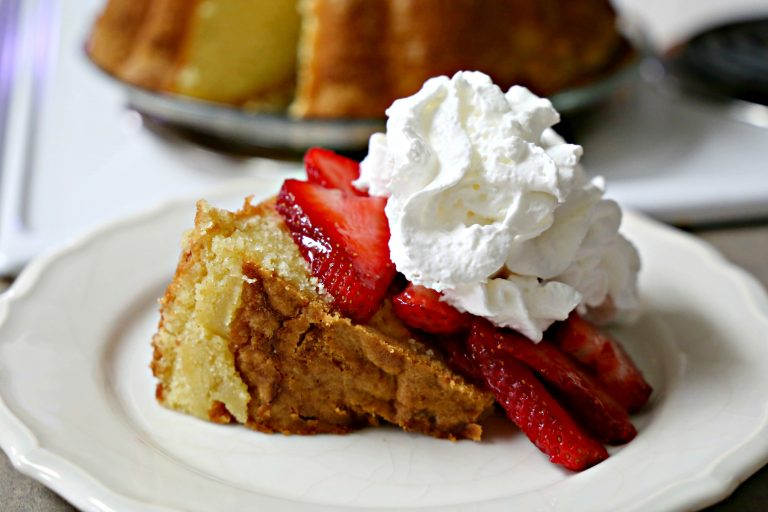 pound cake with strawberries and cream