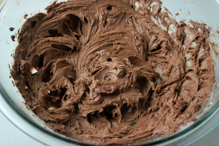 This homemade chocolate buttercream is the perfect topping for chocolate cake. #chocolatebuttercream