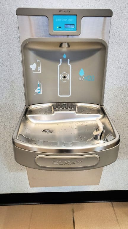 airport water fountain
