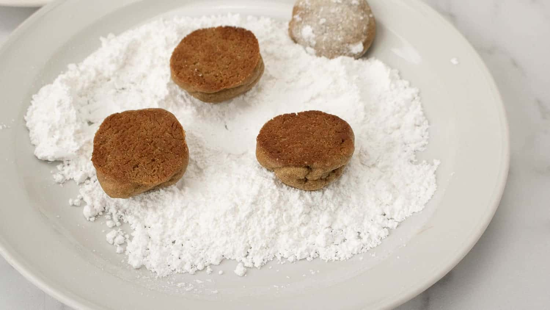 coating cookies in powdered sugar