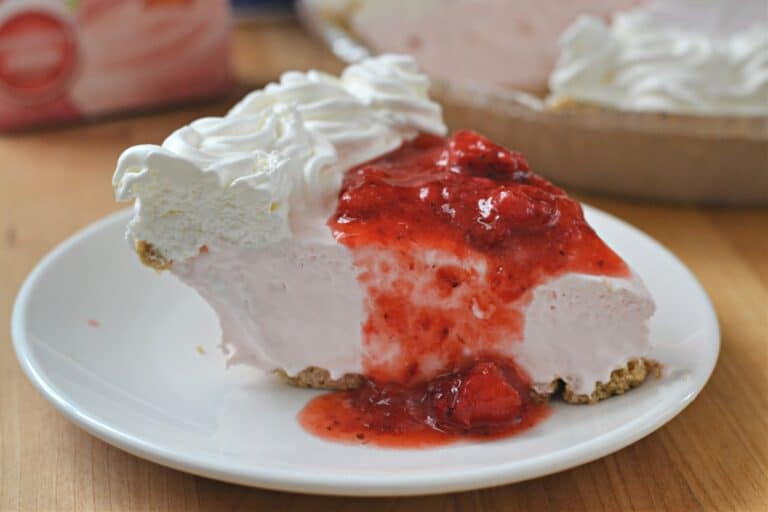 Strawberry Cream Cheese Pudding Pie topped with strawberries