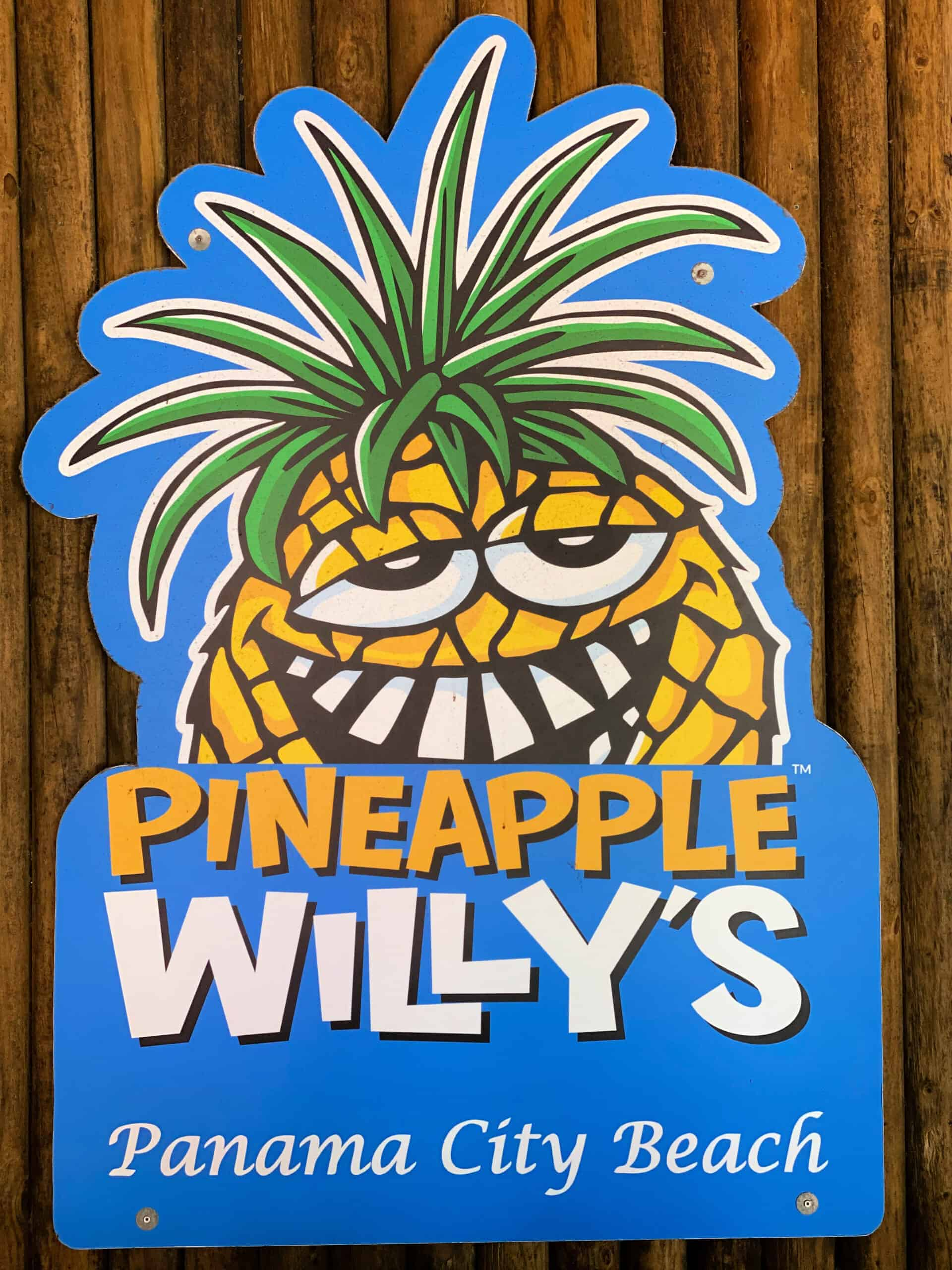 Pineapple Willy's sign