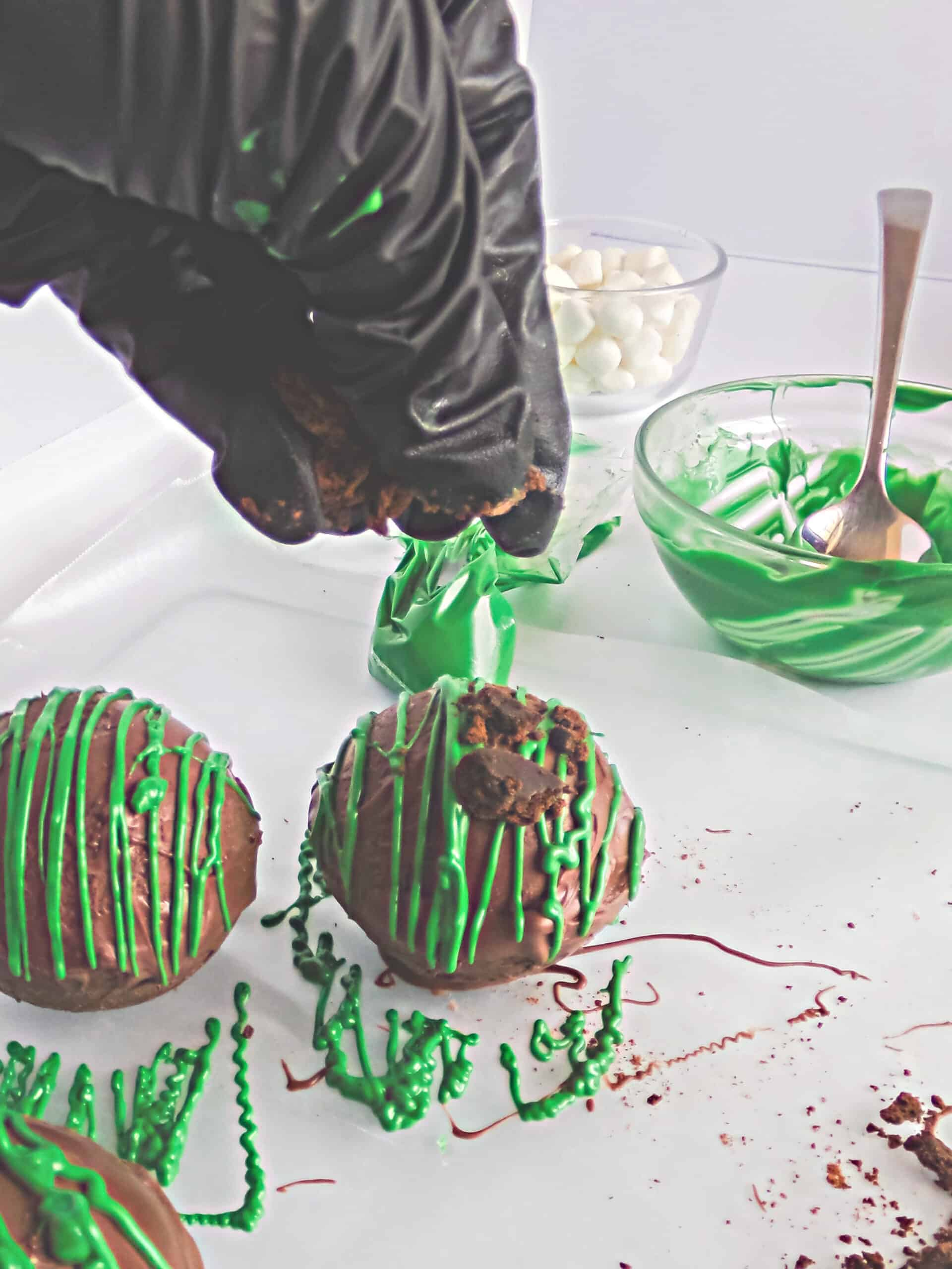 Decorating cocoa bombs
