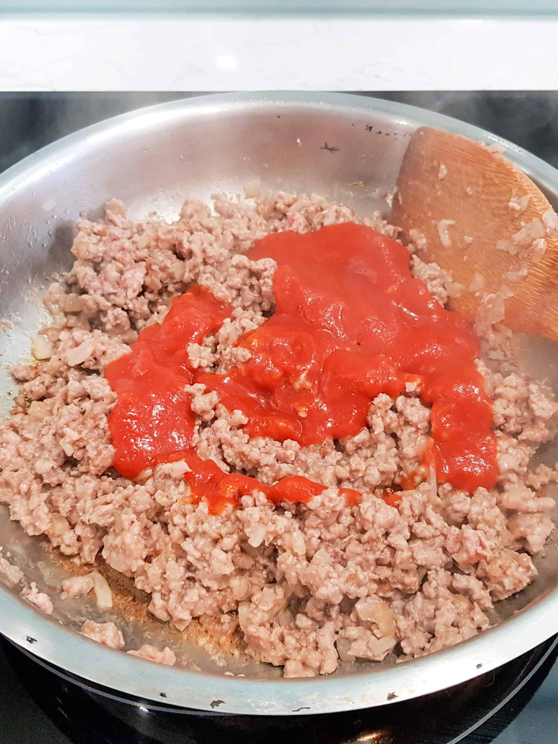 ground beef and tomato sauce