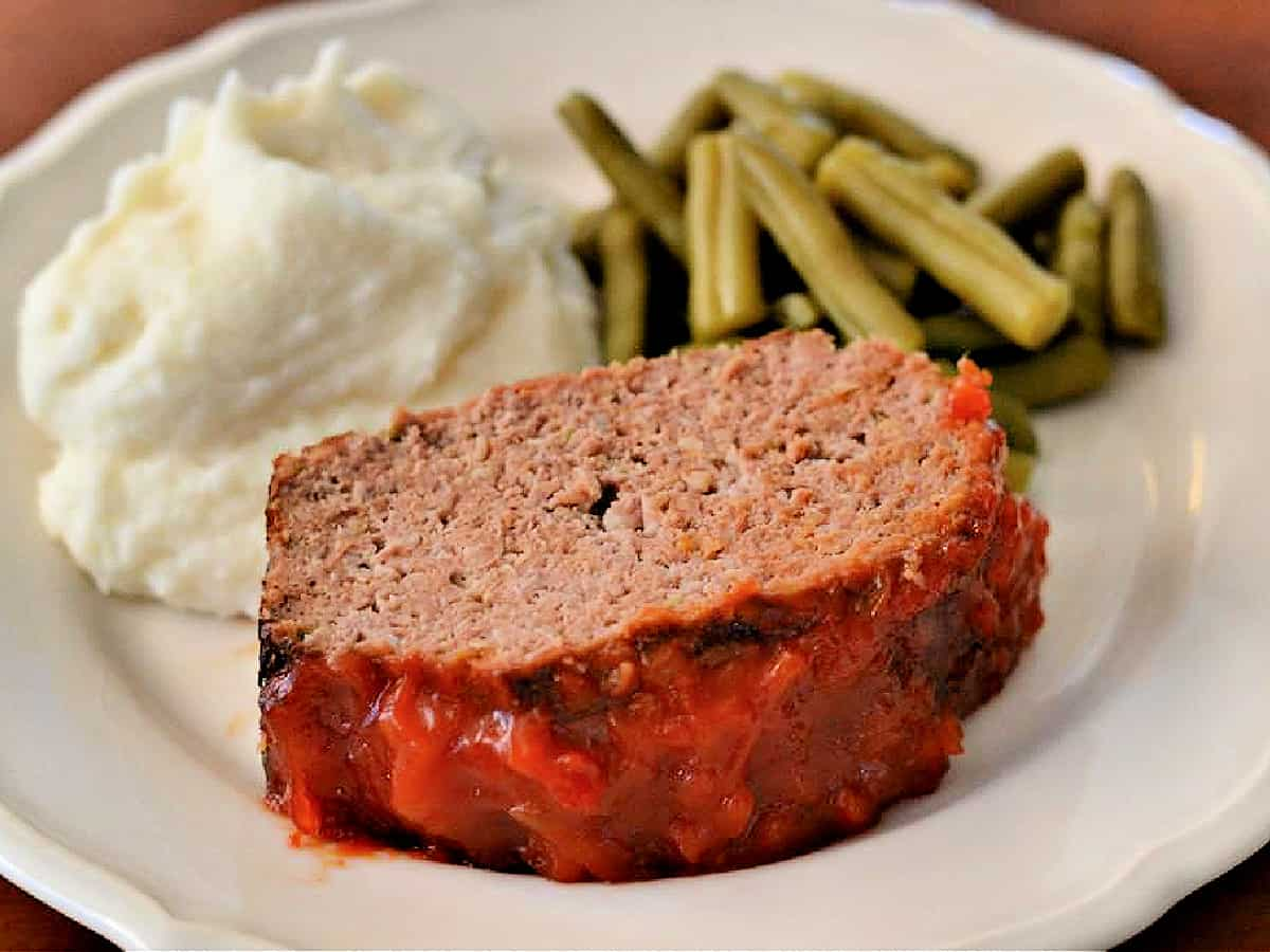 plate of meatloaf, mashed potatoes, and green beans