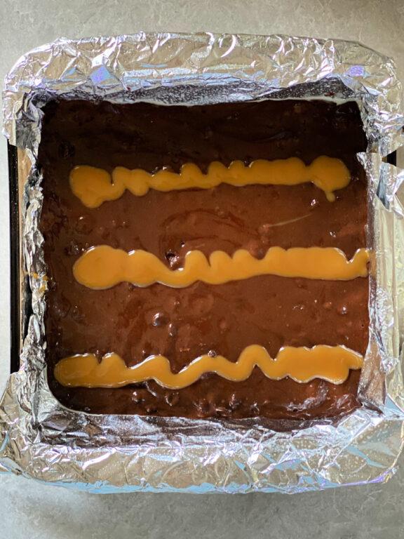 caramel sauce on brownie batter