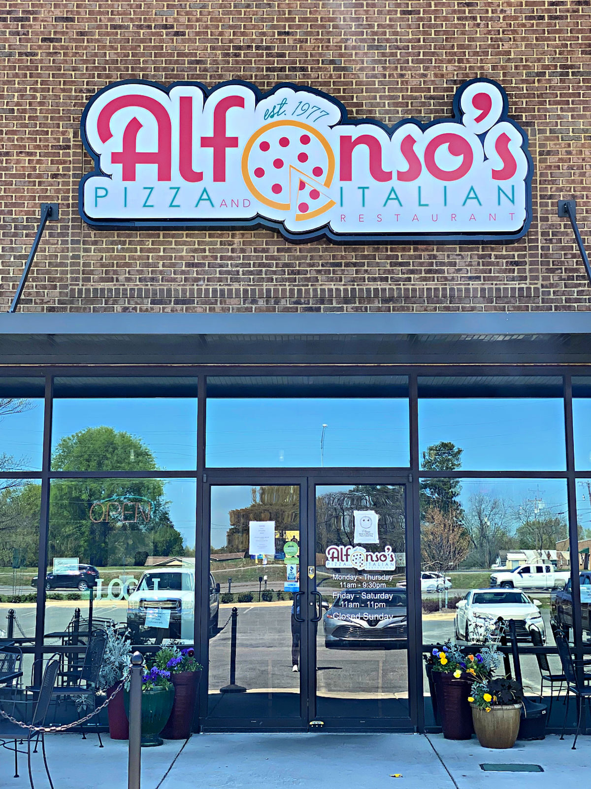 Alfonso's Pizza and Italian Restaurant front entrance.