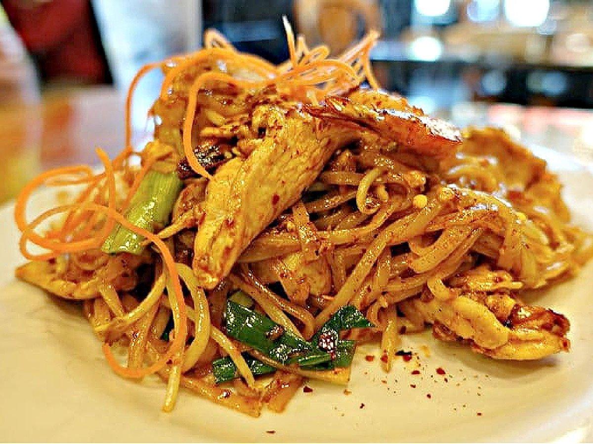 Plate of chicken pad Thai.