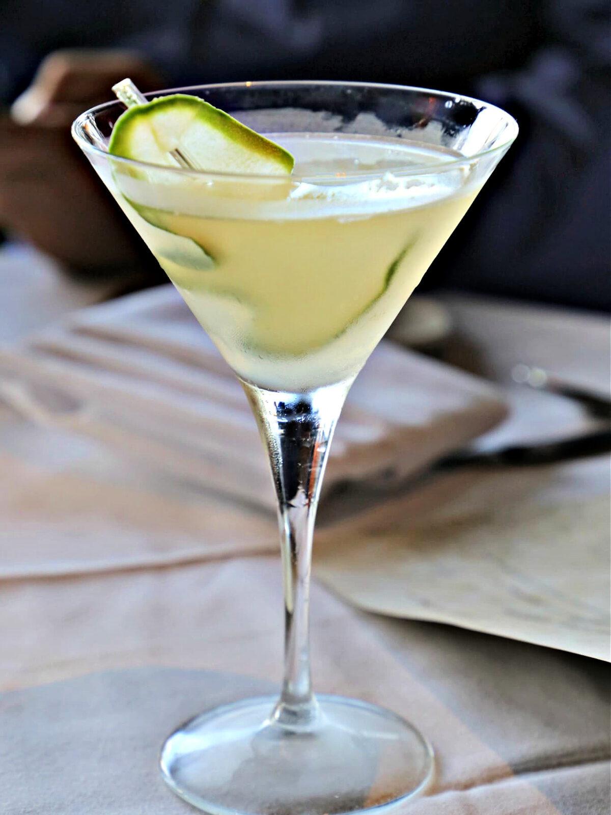 Cucumber martini in a martini glass with cucumber slice.