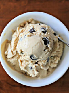 White bowl with peanut butter ice cream with chocolate chips.