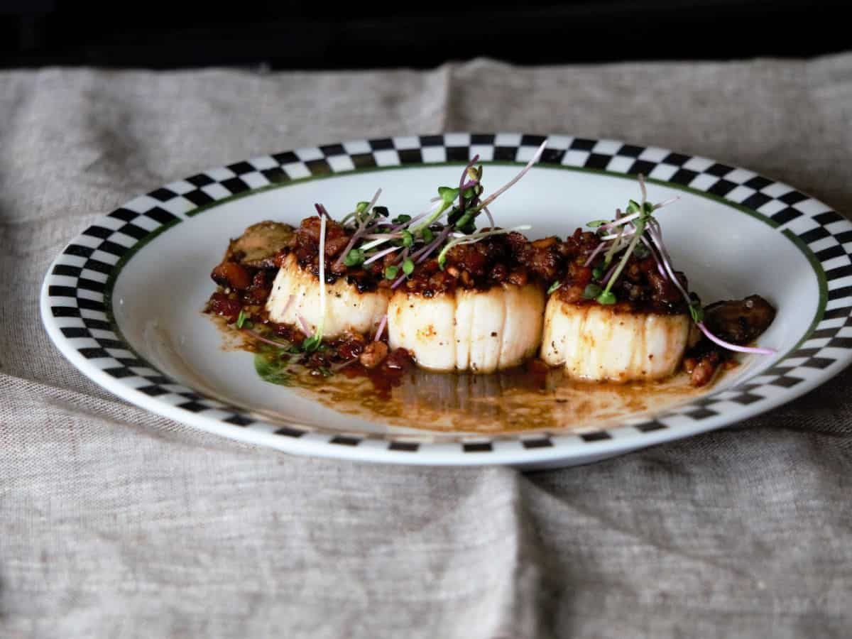 Black and white checkered plate with scallops.