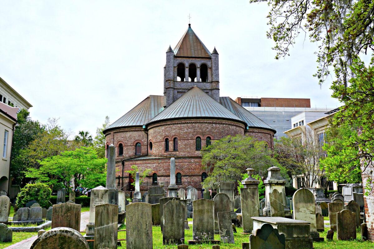 Graveyard at Circular Congregational Church.